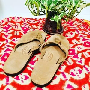 NEW w/o tags Rainbow brown leather flip flop 8.5
